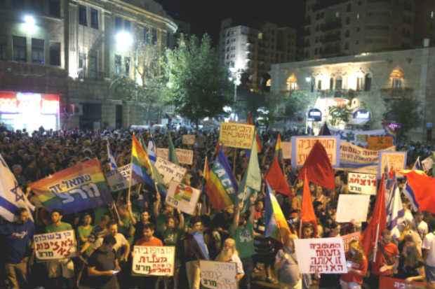 Manifestantes fazem protesto contra a discriminação e violência contra gays, em Jerusalém. Foto: AFP Gali Tibbon