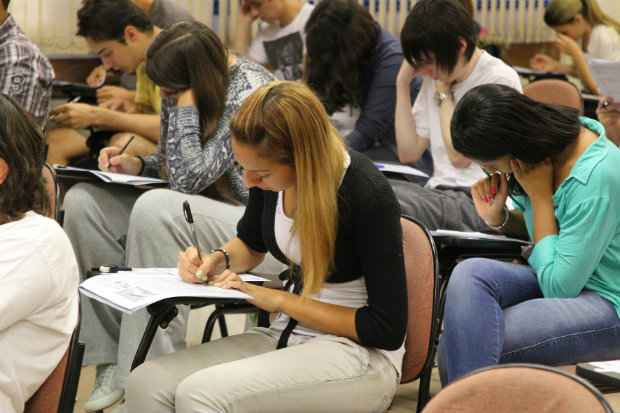 Pelas novas regras do Fies, os juros passarão dos atuais 3,4% para 6,5%.  Ao todo serão ofertadas 61,5 mil vagas. Foto: Marcos Santos/USP Imagens