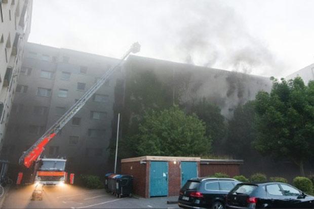 Um incêndio seguido de explosão em um bunker da Segunda Guerra Mundial em Hamburgo (norte da Alemanha) deixou pelo menos 38 feridos na manhã desta terça-feira. Foto: Daniel Bockwoldt/DPA/AFP