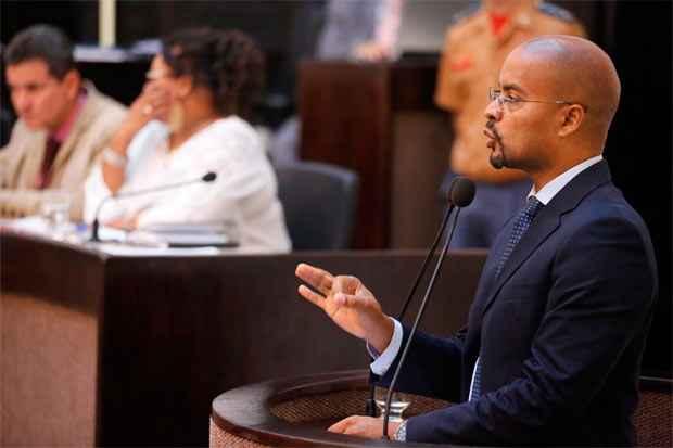 Edilson Silva (PSOL) deixa claro que seu nome foi colocado para o partido e que, até o momento, não há uma disputa interna.
