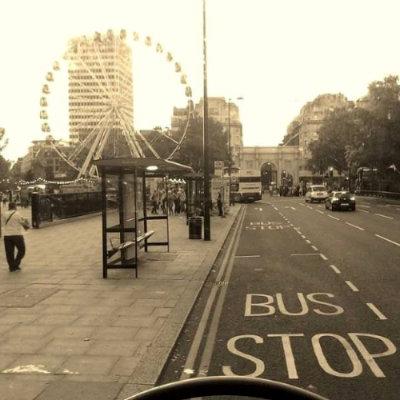 Costume de tirar fotos das janelas dos ônibus levou à criação de uma hashtag hoje utilizada por milhares de pessoas - Foto: Rafaella Cavacanti/Divulgação (Foto: Rafaella Cavacanti/Divulgação)