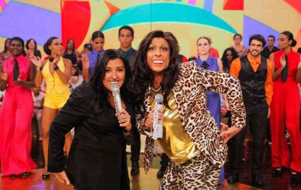 A apresentadora Regina Casé e a perrsonagem Regina Ralé, convidada da edição polêmica. Foto: João Pedro Januário/Divulgação