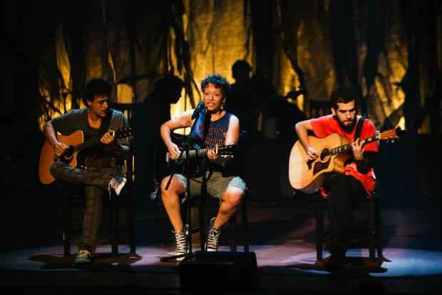Jana Figarella protagoniza o espetáculo junto com a curitibana Tacy de Campos.Crédito: Studio Prime/Divulgação