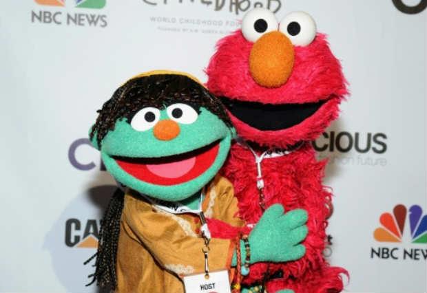 Personagens do Vila Sésamo Raya (E) e Elmo em Nova York. Foto: GETTY IMAGES NORTH AMERICA/AFP/Arquivos Ilya S. Savenok