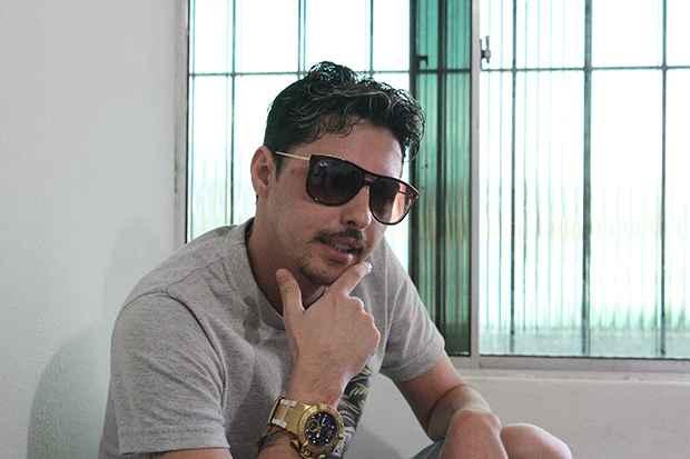 MC Cego faz letras sob encomenda para bandas de forró. Foto: Nando Chiappetta/DP/DA Press