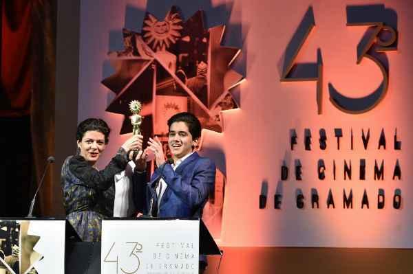 Atores do filme Ausência receberam os kikitos conquistados pelo filme. Foto: Edison Vara/Agência PressPhoto