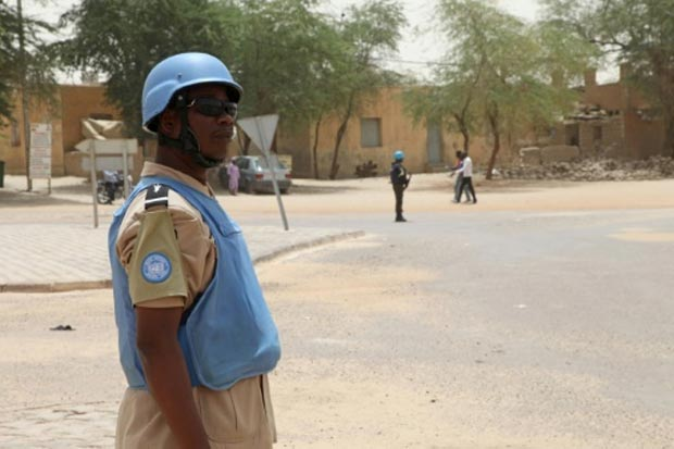 Um soldado da Missão da ONU no Mali (Minusma) é visto em Timbuktu, no dia 8 de abril de 2015. Foto: Sebastien Rieussec/AFP/Arquivos