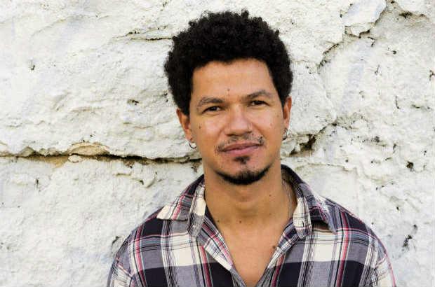 Novo disco de Zé Manoel foi produzido por Carlos Eduardo Miranda e Kassin. Foto: Divulgação