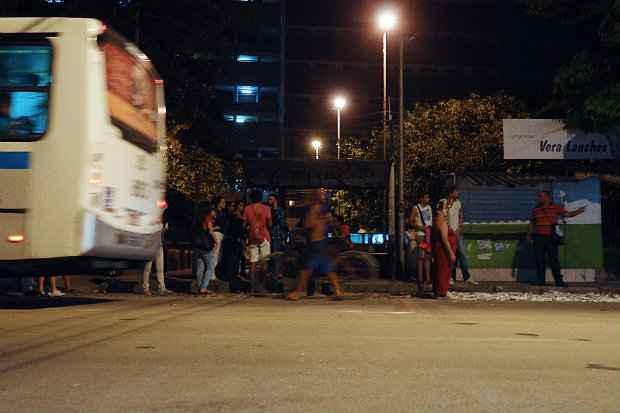 Crimes ocorreram à noite na avenida General Polidoro, que tem grande movimento de estudantes. Foto: João Veloso/Esp DP/D.A.Press