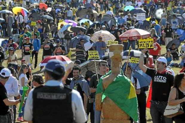 Ato de trabalhadores do Judiciário: movimento contra índice de 21,3% oferecido pelo governo ganha força. Foto: Minervio Junior/CB/D.A Press