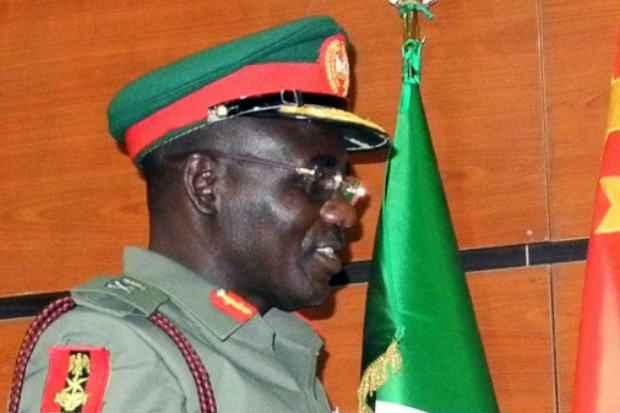 O general Tukur Buratai escapou ileso de uma emboscada atribuída pelo governo nigeriano aos islamitas do Boko Haram. Foto: AFP Photo/Arquivos
