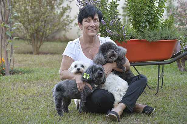 Márcia sabe que, em breve, terá que se despedir dos seus três cães: