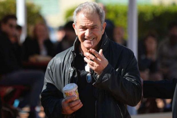 A fotógrafa afirmou que Mel Gibson a empurrou pelas costas e a agrediu verbalmente. Foto: AFP