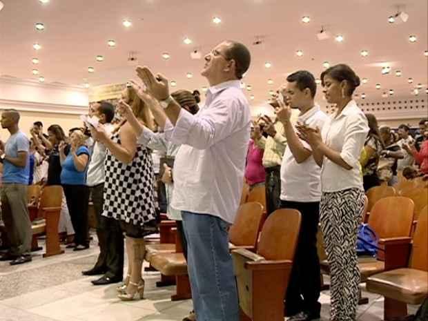 A fé, não necessariamente ligada a religiões, é tema da série que começa hoje. Foto: TV Clube/Record/Reprodução