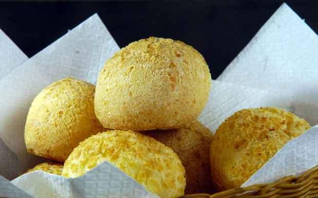 Produtos regionais, como pães de queijo e bolo de rolo, também fazem sucesso