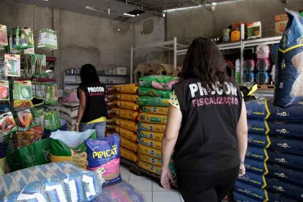 Interdição faz parte de blitz de fiscalização de pet shop iniciada pelo Procon. Foto: Procon/Divulgação