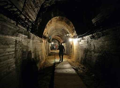 Galerias subterrâneas onde estaria escondido o suposto