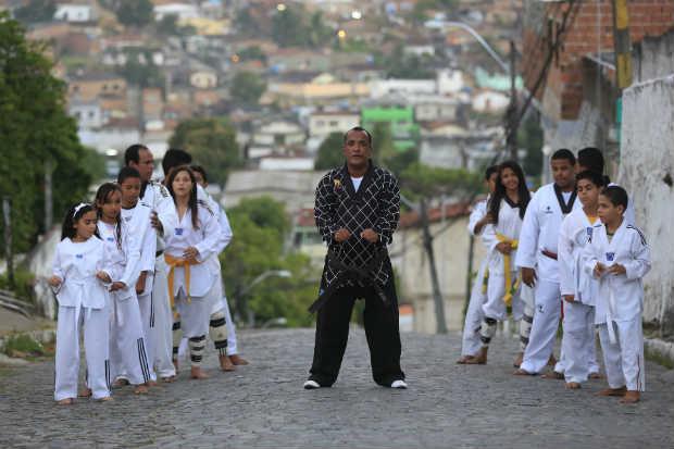 O mestre Caica mantém o projeto Taekwondo Solidário, no Jordão Alto. Foto: Rafael Martins/ Esp. DP/ D.A. Press