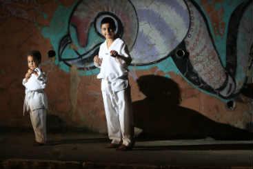 Antônio Celso, 6 anos, e Emanoel Rodrigues, 8, também treinam taekwondo. Foto: Rafael Martins/ Esp. DP/ D.A Press