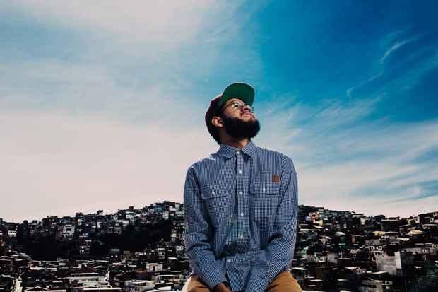 Na África, o rapper buscou raízes para ritmos e costumes que já o inspiravam musicalmente. Foto: José de Holanda/Divulgação