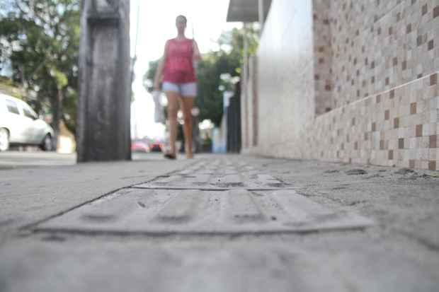 Sombreamento, continuidade, acessiblidade, serviços e tamanho são os princípios de uma calçada ideal. Foto: Guilherme Veríssimo/DP/D.A Press.