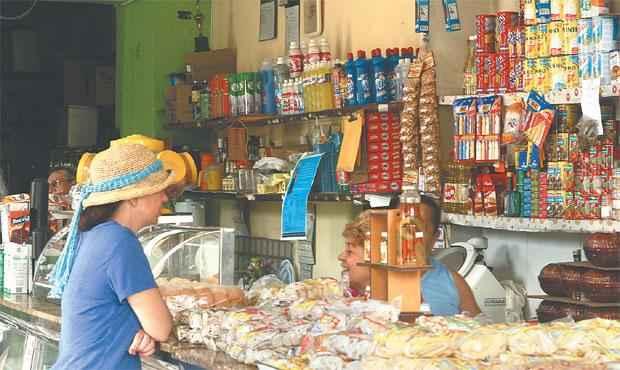 Mercearia Nabuco, no bairro de Casa Amarela, está aberta desde os anos 1960 e vende itens que vão de alimentos a utensílios doméstico (DA.PRESS: Júlio Jacobina)