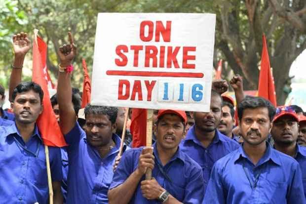 Sindicalistas protestam em Bangalore contra a política econômica do governo . Foto: Manjunath Kiran/AFP Photo
