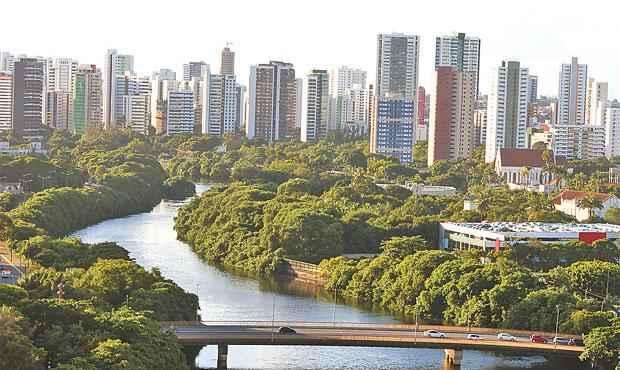 O Rio Capibaribe será uma das prioridades do projeto urbanístico de longo prazo. Foto: Paulo Paiva/DP/D.A Press