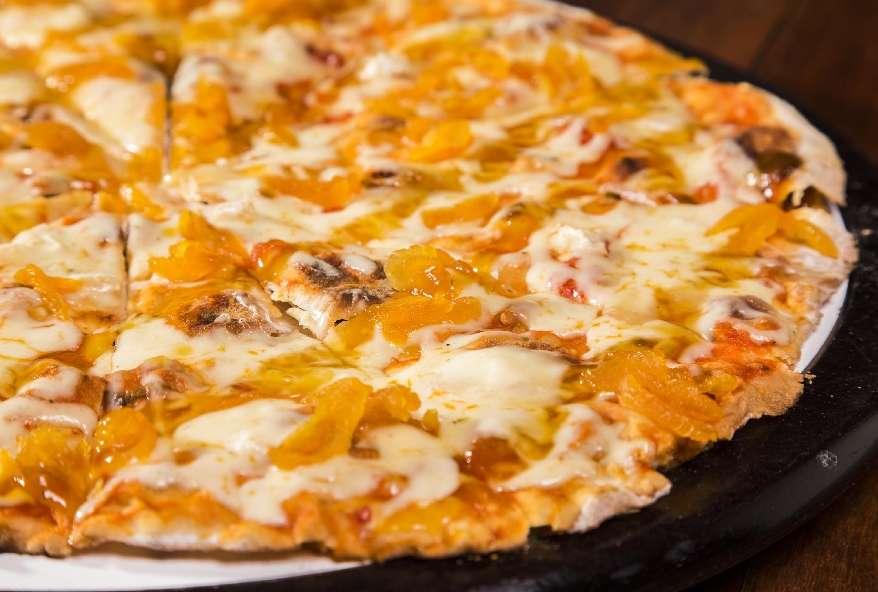 Pizza de Queijo brie com damasco é uma das opções do cardápio. Foto: Paulo Romão/Divulgação