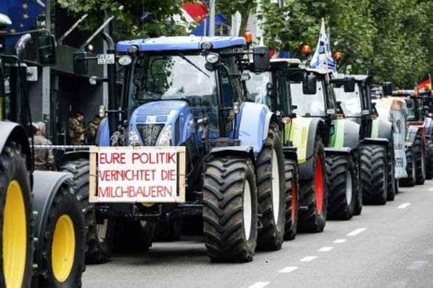 Agricultores chegam em tratores à manifestação em Bruxelas. Foto: Thierry Roge/Belga/AFP