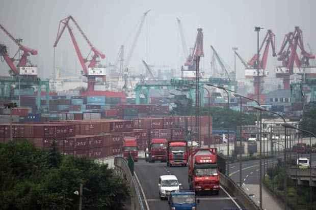 Vista do porto de Xangai. Foto: Johannes Eisele/AFP
