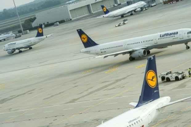 Aviões da Lufthansa no aeroporto de Munique. Foto: Matthias Balk/DPA/AFP