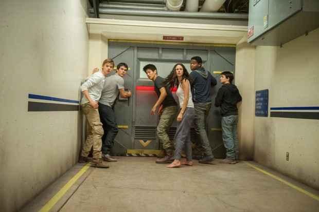 Fugindo da C.R.U.E.L, o grupo enfrenta perigos maiores do que na Clareira. Foto: 20th Century Fox/Divulgação