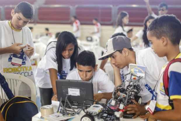 Os estudantes do 6º ao 9º ano participam da olimpíada de matemática no sábado e de robótica na sexta e no domingo. Foto: Andréa Rêgo Barros/PCR/Divulgação