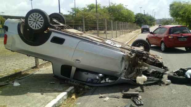 Veículo foi parar na calçada. Foto: Carlos Alberto Martins/ Especial para o DP/ D.A.Press