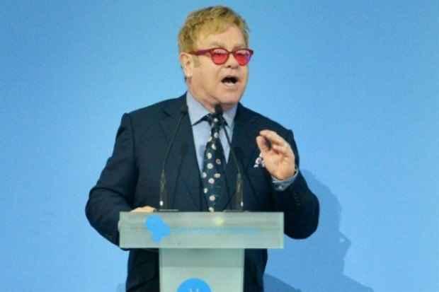O astro britânico do pop Elton John discursa em Kiev, no dia 12 de setembro de 2015. Foto: AFP/Arquivos Genya Savilov