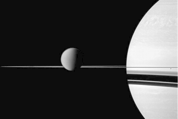 A causa do oceano de Encélado não congelar ainda é desconhecida. Foto: Reprodução