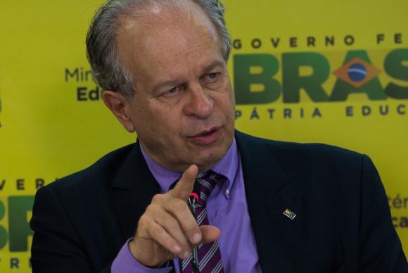 Ministro da Educação, Renato Janine, divulga os dados da Avaliação Nacional de Alfabetização (ANA). Foto: Antonio Cruz/Agência Brasil