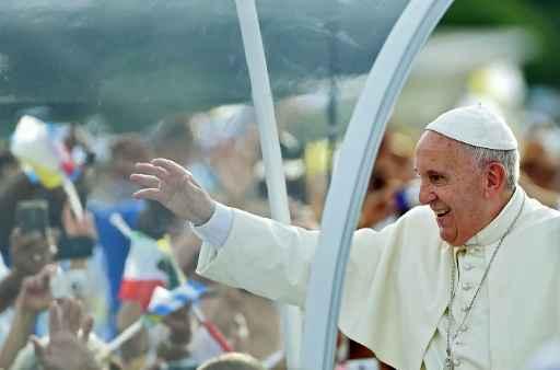 Papa Francisco chega na Praça da Revolução em Havana em 20 de setembro de 2015 - Foto: AFP Filippo Monteforte  (Papa Francisco chega na Praça da Revolução em Havana em 20 de setembro de 2015 - Foto: AFP Filippo Monteforte )