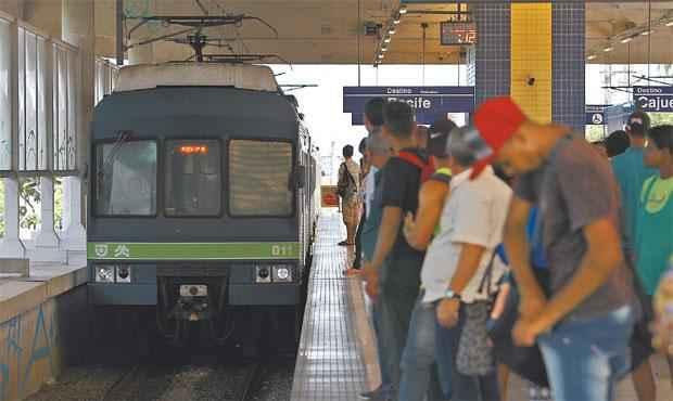 De dezembro de 2014 até agora, houve uma redução de 3% no número de passageiros, cerca de 12 mil usuários. Foto: Paulo Paiva/ DP/ DA Press