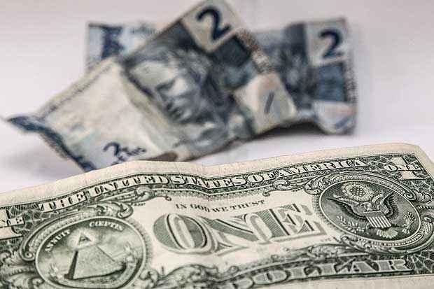 A alta do dólar deve derrubar o Brasil no ranking das maiores economias do mundo. Foto: Rafael Neddermeyer/ Fotos Públicas