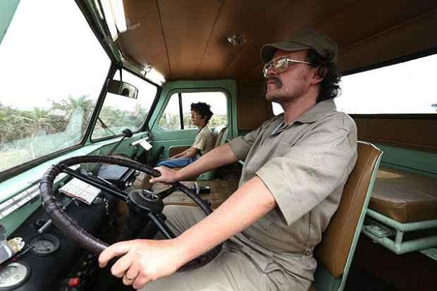 Matheus Nachtergaele (que ganhou o prêmio de Melhor Ator) vive motorista de caminhão-pipa, o tal Big Jato