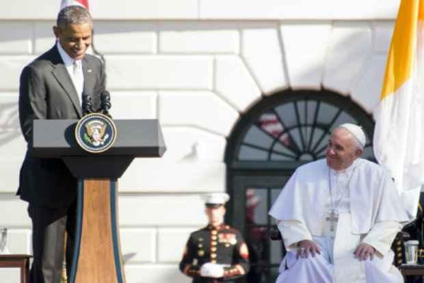 O presidente Barack Obama ofereceu nesta quarta-feira uma franca e emotiva boas-vindas ao Papa Francisco à Casa Branca, ao elogiar a humildade e generosidade do pontífice e sua mensagem de amor e esperança que inspira o mundo. (Foto: Jim Watson/AFP Photo)