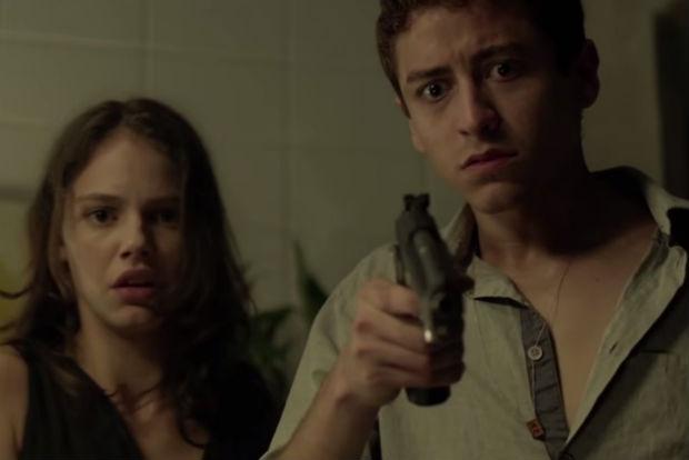 Paixão obsessiva do protagonista, vivido por Jesuíta Barbosa, o leva a cometer crimes e fazer escolhas perigosas. Foto: YouTube/Reprodução