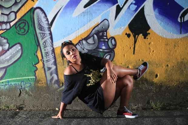 Bel, do grupo Poder Feminino, representa as companheiras bgirls, MCs e grafiteiras. Foto: Rafael Martins/DP/DA Press