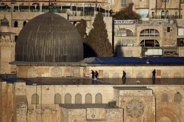 Soldados israelenses ao redor da mesquita de Al-Aqsa. Foto: Thomas Coex/AFP