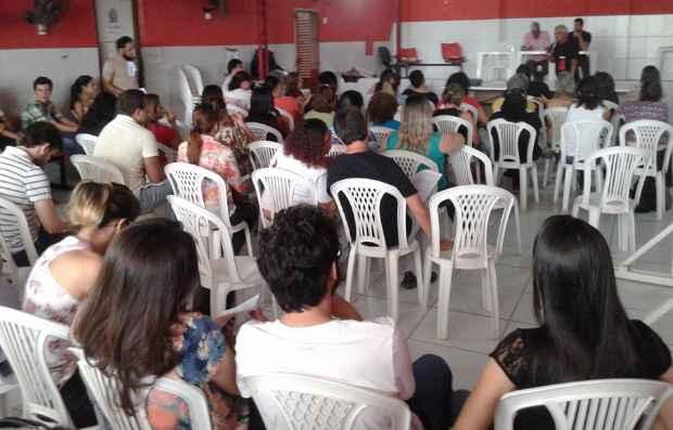 Em assembleia, os servidores técnico-administrativos da UFPE acataram a proposta de reajuste dividido em dois anos. Foto: Sintufepe UFPE/Divulgação