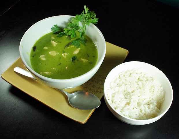 Gai Himmapon traz a melhor combinação do curry verde com leite de coco. Fotos: Made/Divulgação