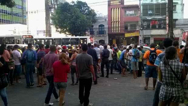 Confusão em frente ao Shopping Boa Vista, na região central do Recife. Foto: Thais Arruda/Esp. DP/D.A Press