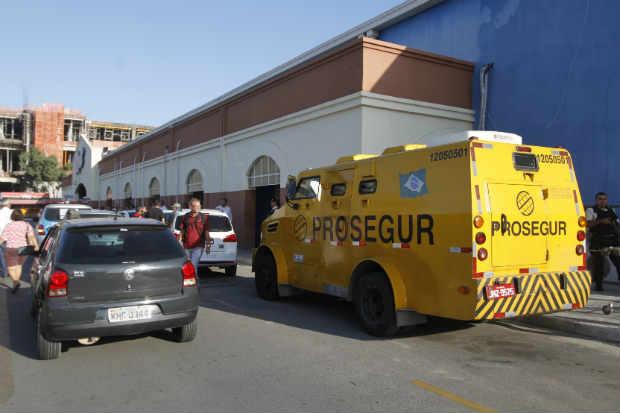 Crime aconteceu por volta das 15h20 quando havia muitos clientes na loja. Foto: Ricardo Fernandes/DP/D.A Press